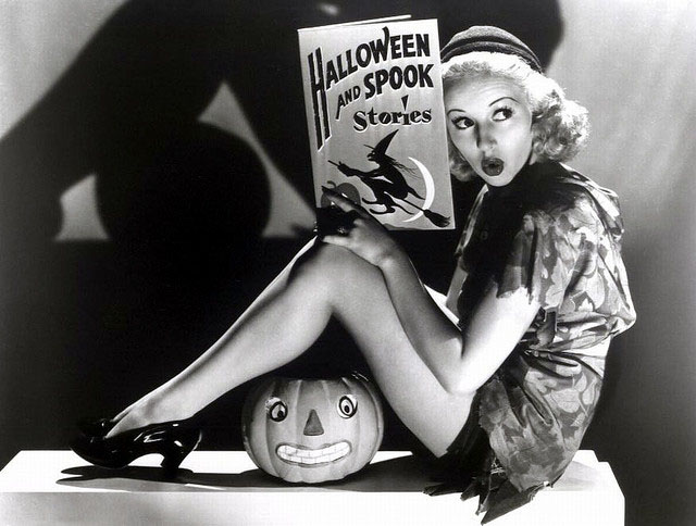 Vintage Halloween Hollywood Actress Pin-Up - Betty Grable