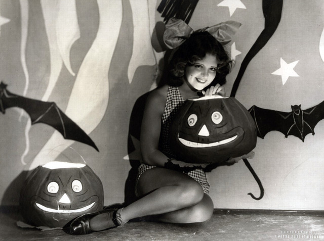 Vintage Halloween Hollywood Actress Pin-Up - Clara Bow