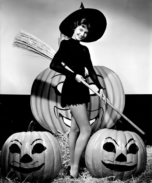 Vintage Halloween Hollywood Actress Pin-Up - Cyd Charisse