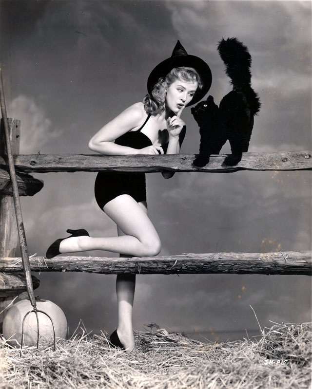 Vintage Halloween Hollywood Actress Pin-Up - Joyce Holden
