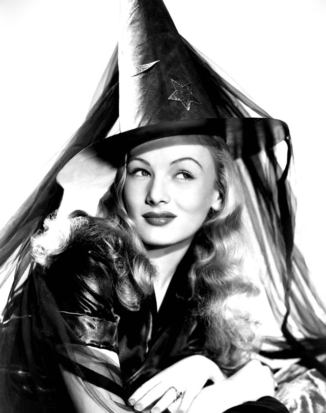 Vintage Halloween Hollywood Actress Pin-Up - Veronica Lake