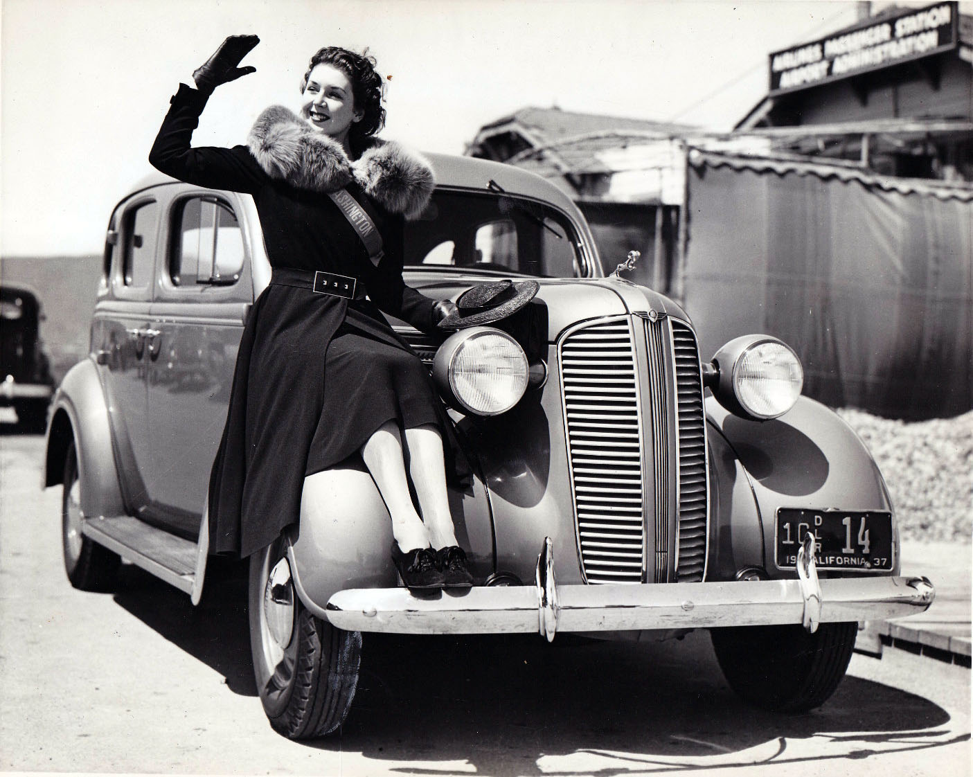1937 Dodge wire photo