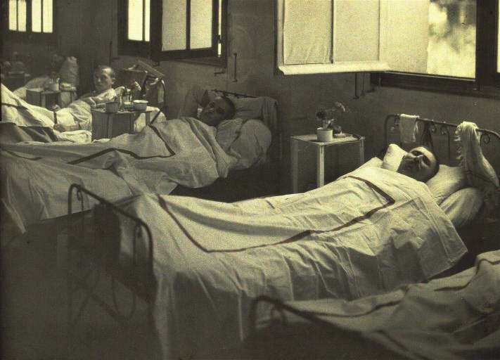Three injured soldiers at Hôpital Saint-Paul