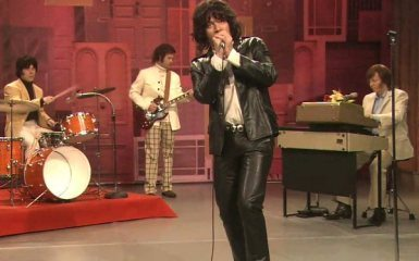 Jimmy Fallon channels Jim Morrison, awesomeness ensues
