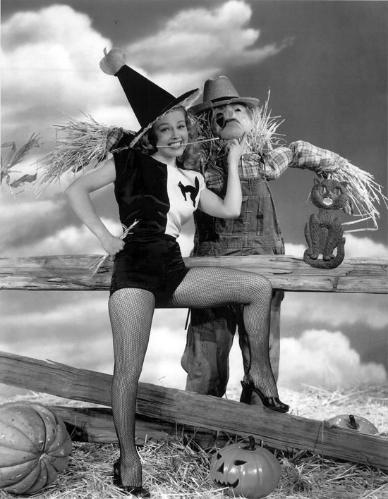 Vintage Halloween Hollywood Actress Pin-Up - Gale Robbins