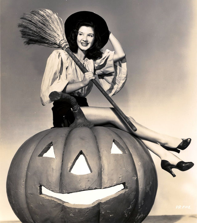 Vintage Halloween Hollywood Actress Pin-Up - Peggy Ryan