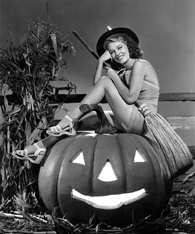 Vintage Halloween Hollywood Actress Pin-Up - Anne Nagel