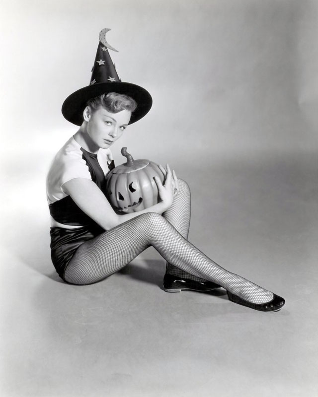 Vintage Halloween Hollywood Actress Pin-Up - Etchika Choureau