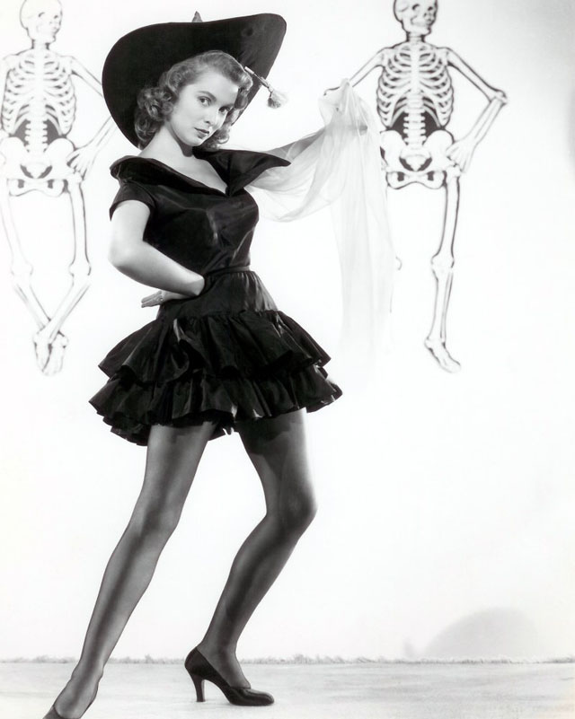 Vintage Halloween Hollywood Actress Pin-Up - Janet Leigh