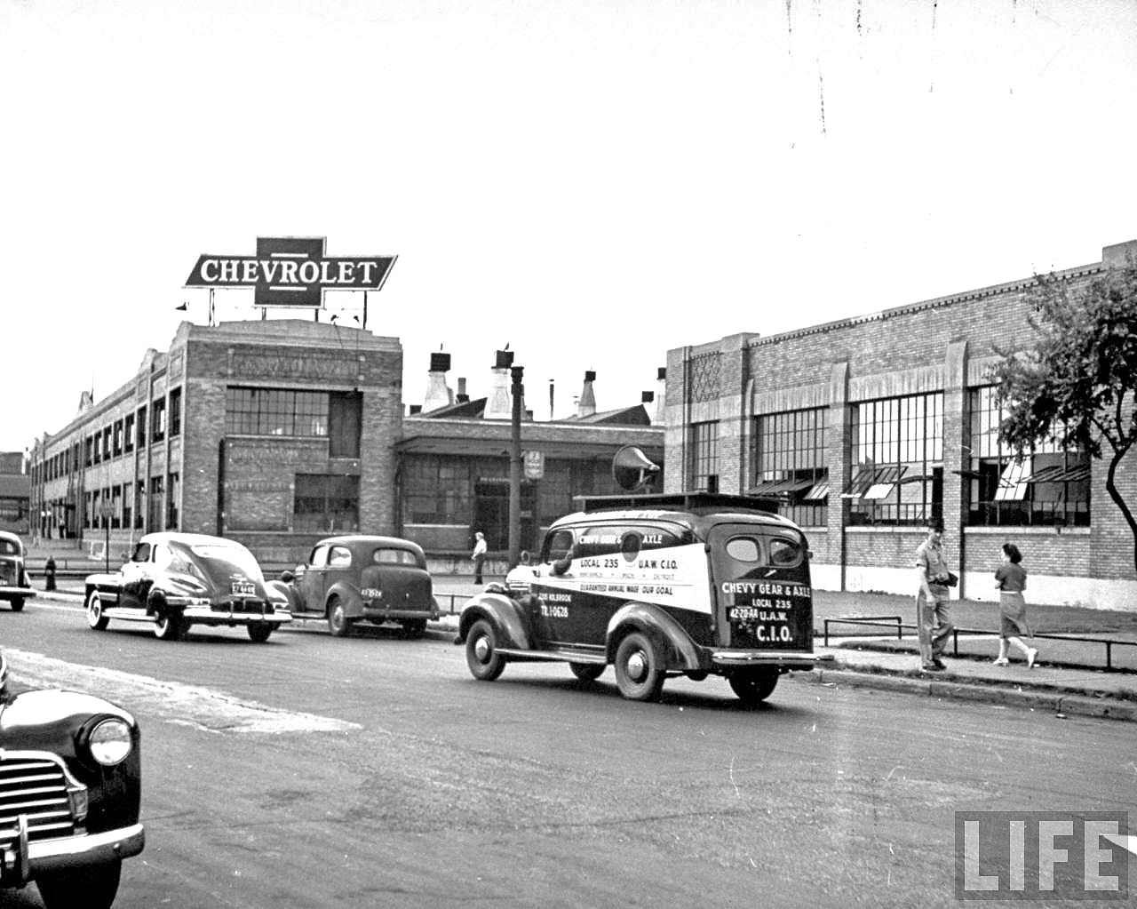Detroit car makers produce for World War II (1942)