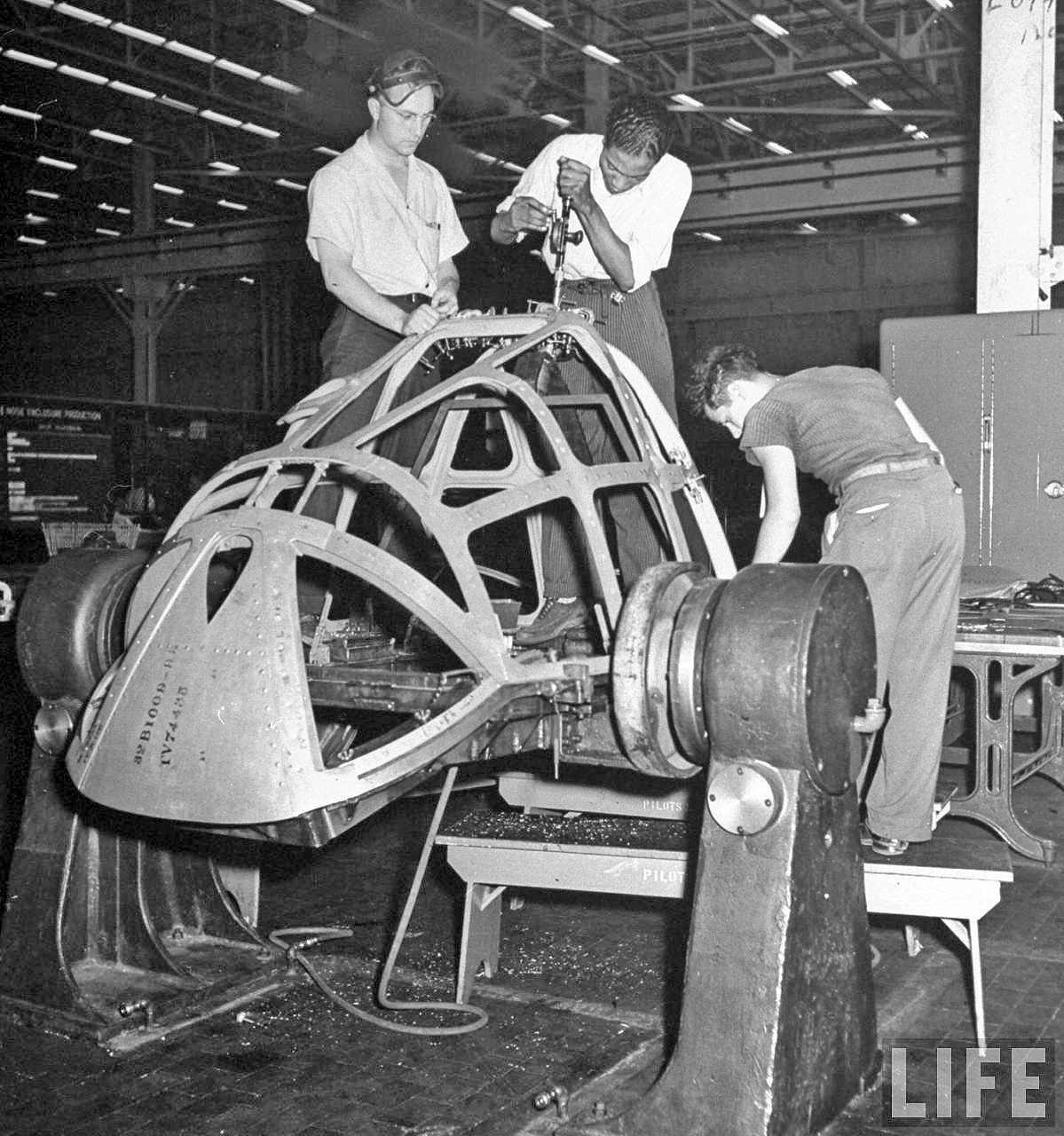 Detroit car makers produce for World War II (1942)