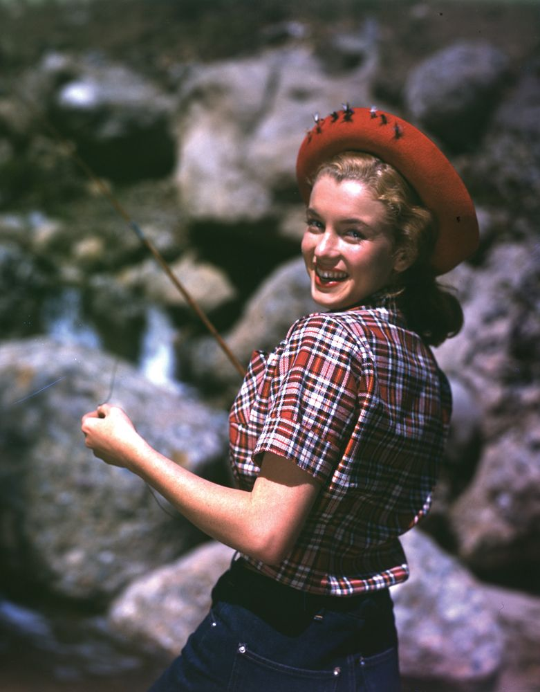 Marilyn Monroe fishing photo, c. 1946