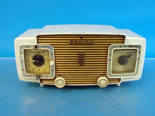 1950s Zenith Super De Luxe clock radio