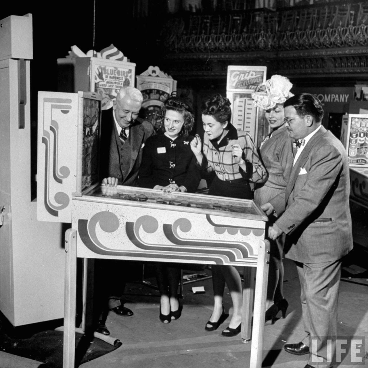 Photograph of a vintage coin-operated pinball machine, 1947 (Life magazine, Wallace Kirkland)