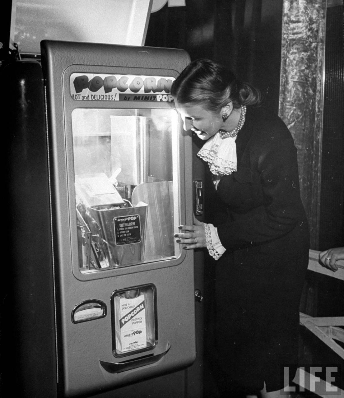Photograph of a vintage coin-operated popcorn machine, 1947 (Life magazine, Wallace Kirkland)