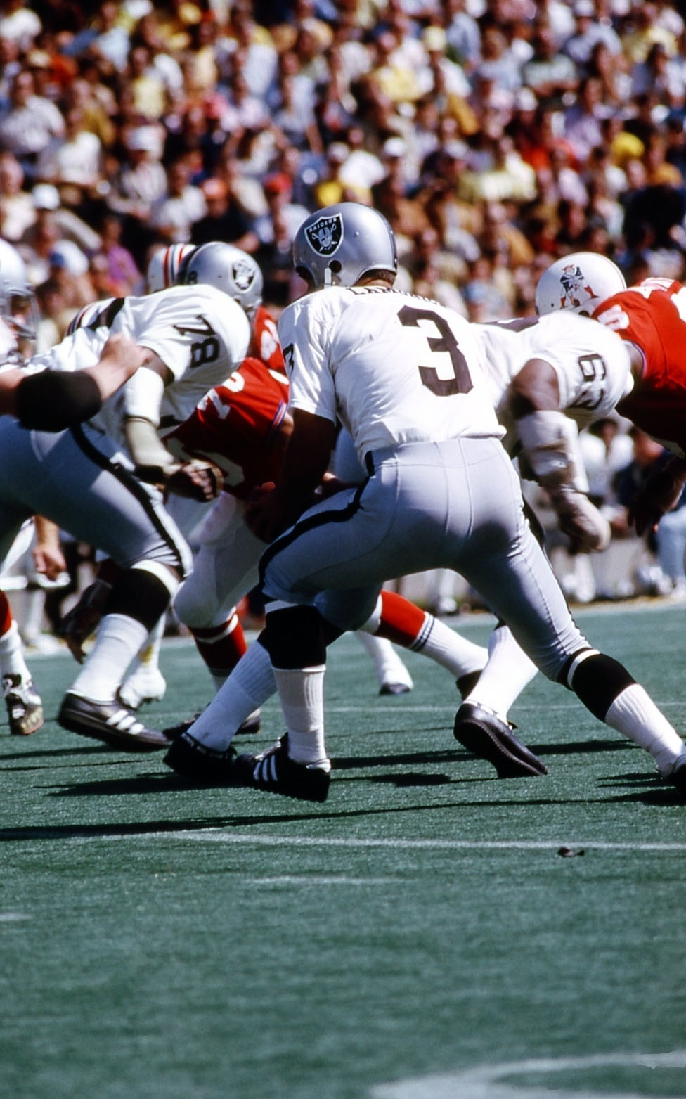 Oakland Raiders Nail Art: Classic NFL Game Action Slides (1960s