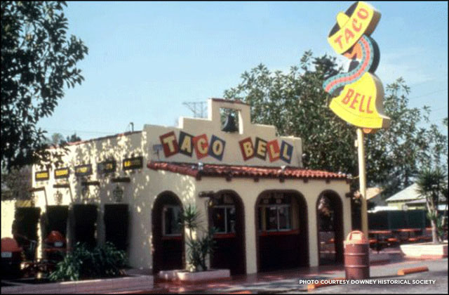 Taco Bell logo and sign: 1962-1972